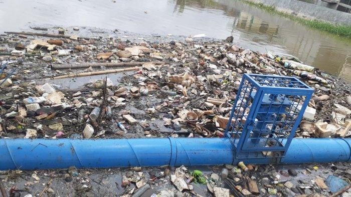 Tanggul Bocor di Kawasan Periuk Tangerang Memicu Banjir dan Sampah Bertebaran
