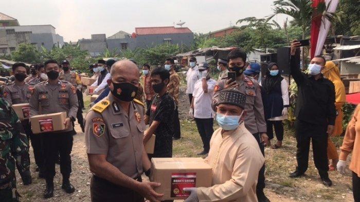 Sebanyak 10 Ton Beras dan 800 Paket Sembako Dibagikan untuk Warga Kurang Mampu di Kelapa Gading