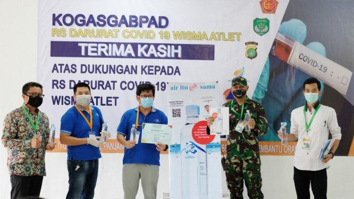Donasikan 10 Ribu Botol Air Mineral PT SLI Peduli Paramedis