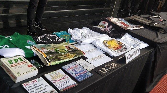 Atribut FPI Ditemukan di Rumah Terduga Teroris, Kuasa Hukum Rizieq Shihab: Bisa Dibeli di Mana-mana