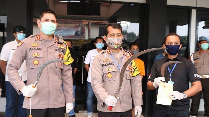 2 Anggota Geng Motor Membawa Celurit Hendak Tawuran Diamankan di Lampu Merah Tol Bekasi Timur