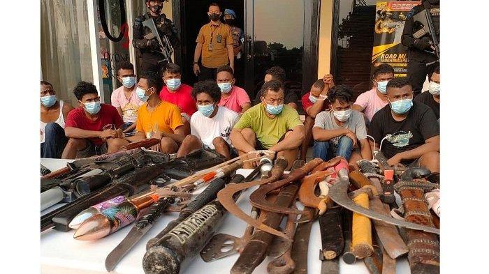 Polisi Temukan Senpi dan Sajam di Kampung Ambon Cengkareng, Kapolres Jakbar: Sementara Ada Satu DPO