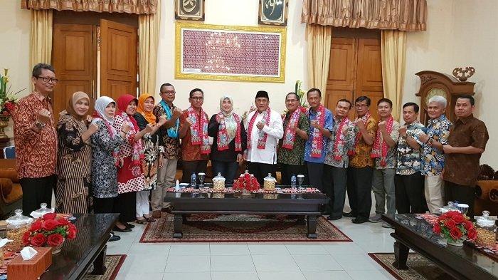 Komunitas MKKS SMK Jakarta Bantu Siswa Korban Tsunami Selat Sunda agar Tetap Sekolah