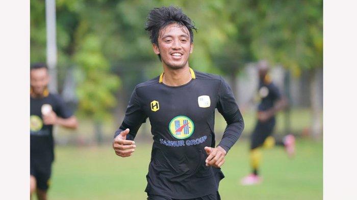 Bayu Pradana yang baru bergabung tahun 2019 diperpanjang lagi kontraknya hingga 2023 oleh manajemen PS Barito Putera