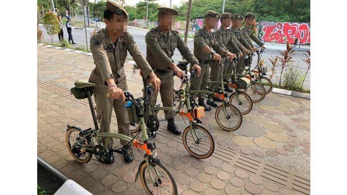 Viral Petugas Satpol PP Ramai-ramai Pakai Sepeda Brompton Harga Rp 100 Juta, Bikin Heboh Netizen