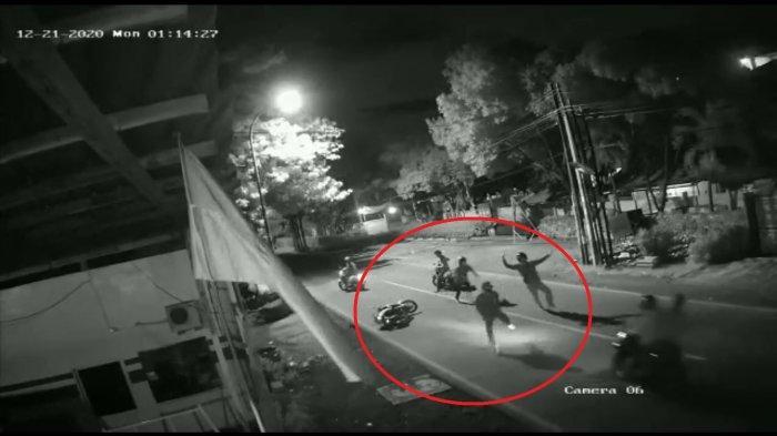 Terekam CCTV Polisi Buru Empat Begal Sadis yang Tewaskan Seorang ABG di Jalan Anggrek Bekasi Timur