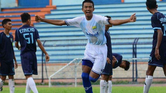 Bek Persib Kakang Rudianto Siap Bersaing dengan Pemain Muda Maung Bandung