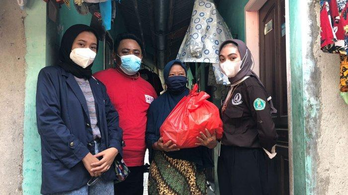 Gelar LDKM, BEM FE Unis Tangerang Beri Bantuan Sembako untuk Warga Kurang Mampu