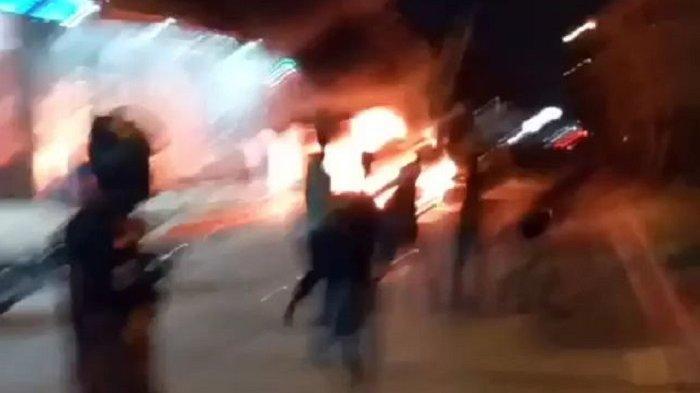 BREAKING NEWS: Bentrok Antarormas di Bekasi Malam Ini, Jalan I Gusti Ngurah Rai Mencekam