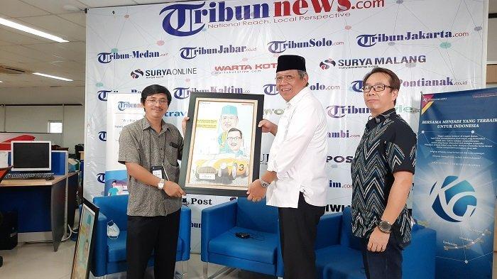 Calon Wali Kota Tangsel Benyamin Davnie saat berkunjung di Kantor Redaksi Harian Warta Kota.
