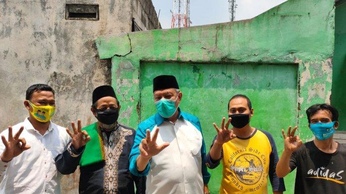Calon Wali Kota Tangsel, Benyamin Davnie (Tengah) saat berkampanye di kawasan Pondok Jagung Timur, Serpong Utara, Tangsel pada Senin (28/9/2020).