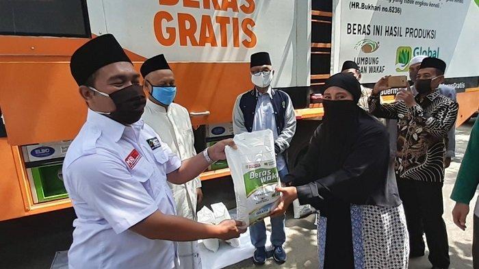 ACT Salurkan Satu Ton Beras untuk Ustaz, Guru Ngaji dan Marbot Masjid di Kota Bekasi