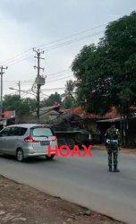 Polsek Cileungsi memastikan video viral penyekatan pemudik dengan tank baja adalah berita hoaks.