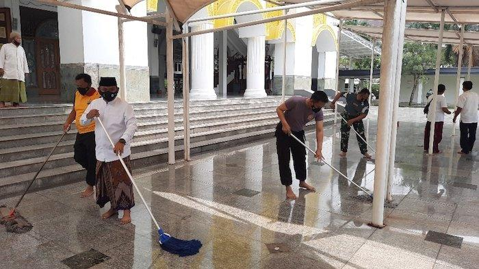 Jelang Puasa Ramadan, Forkopimda Kabupaten Bekasi Bersih-bersih Masjid Secara Serentak