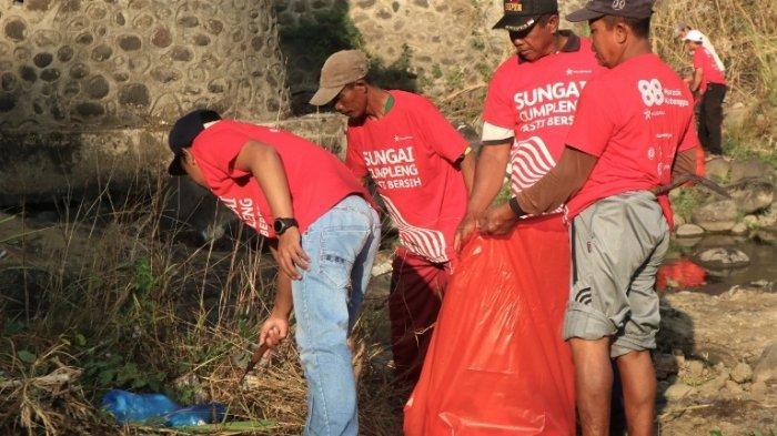 Upaya Mengembalikan Fungsi Sungai, Ribuan Relawan Gelar Aksi Bersih Anak Sungai Brantas di Mojokerto