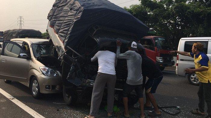 Sopir Terjepit, Empat Mobil Tabrakan Beruntun di Tol Tangerang