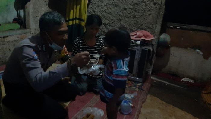 Bhabinkamtibmas Desa Bojonggede, Kabupaten Bogor, Aipda Sodikin, buka puasa bersama warga untuk menjaga silaturahmi.