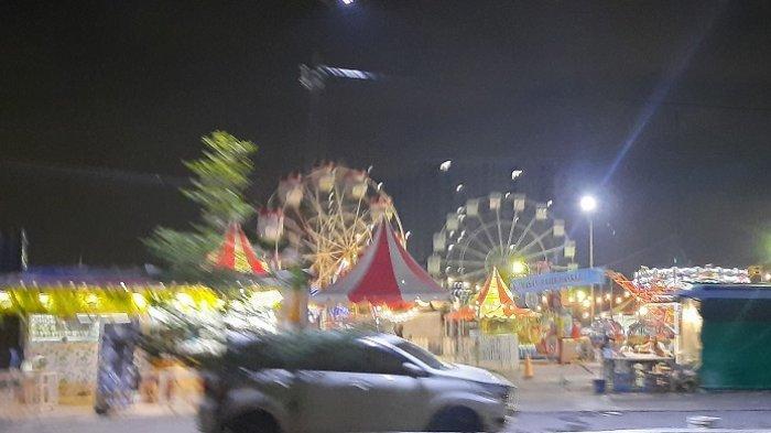 Suasana pasar malam yang tetap ramai dikunjungi warga di tengah PSBB Jakarta yang diperketat, Rabu (23/9/2020) malam.