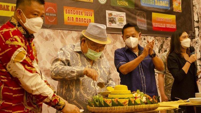 Potong tumpeng di Bigland Hotel Bogor.
