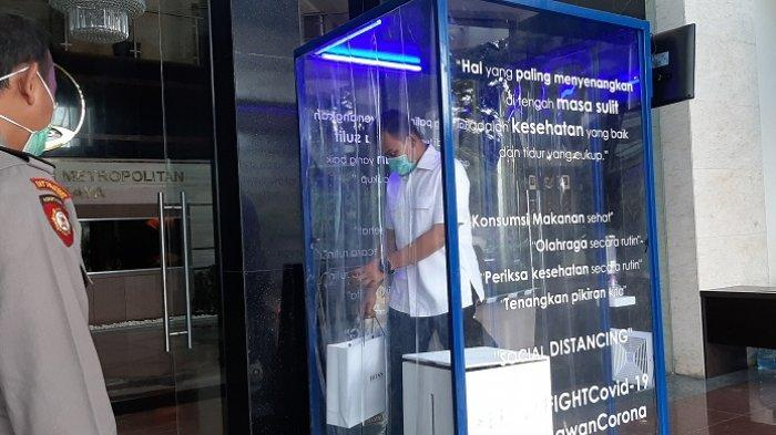VIDEO: Penampakan Bilik Disinfektan di Gedung Promoter Polda Metro Jaya