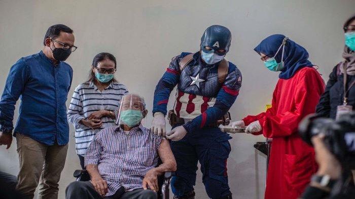 Cerita Kakek Tertua di Indonesia Divaksin Dosis 2 di Kota Bogor oleh Superhero, Ini Kata Bima Arya