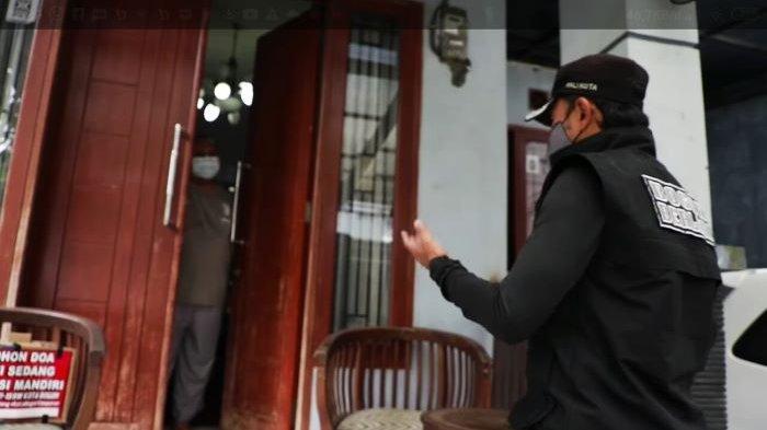 Wali Kota Bogor Bima Arya Jenguk Ketua DPRD Kota Bogor Atang Trisnanto yang Pulih dari Covid-19