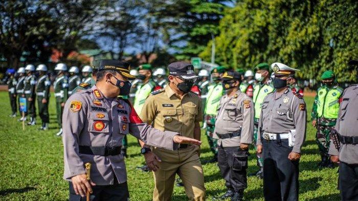 Bima Arya memimpin Apel gabungan Operasi Kurma Raya 2021 di Lapangan Pusdik Zeni TNI AD, Jalan Jenderal Sudirman, Senin (12/4/2021).