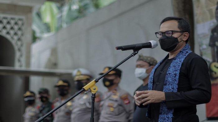 Wali Kota Bogor, Bima Arya, memimpin Apel Sinergitas Mengabdi Kota Bogor (Polisi RW) Kecamatan Bogor Tengah.