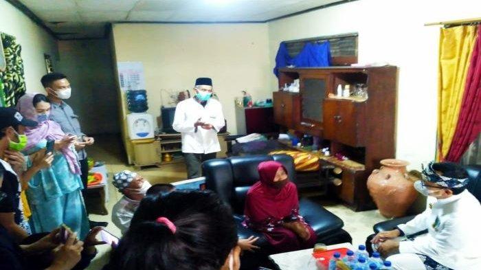 Bima Arya Berikan KTP ke Warga Kota Bogor Berusia 111 Tahun, Dapat Resep Obat Awet Muda