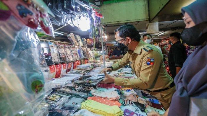 Sosialisasikan PPKM Level 4 di Pasar Tradisonal Kota Bogor, Bima Arya Lihat Banyak Warga Jual Emas