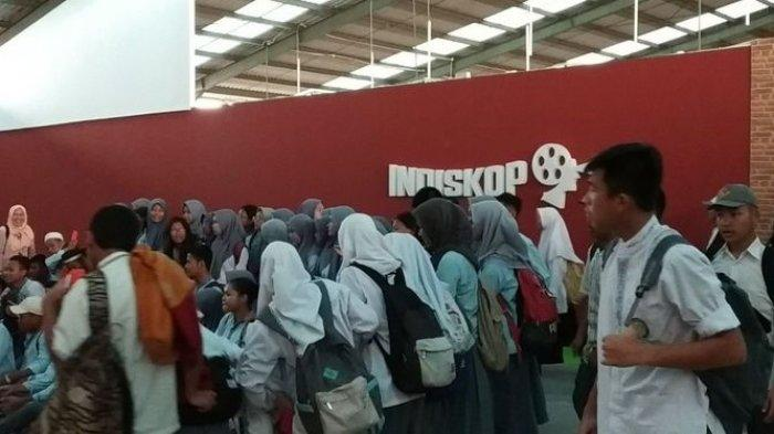 PARFI 56  Uji Coba Bioskop Rakyat Teluk Gong Jakarta Utara Bersama Pelajar, Putar Keluarga Cemara