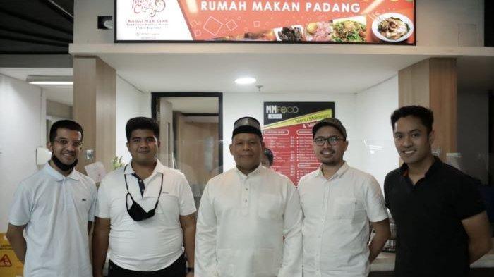 Modal Patungan, 4 Cowok Milenial Ini Lirik Bisnis Kuliner Rumah Makan Padang