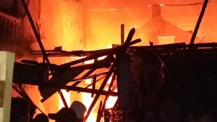 Bangunan yang Berada di PT Yanmar Diesel di Depok Terbakar