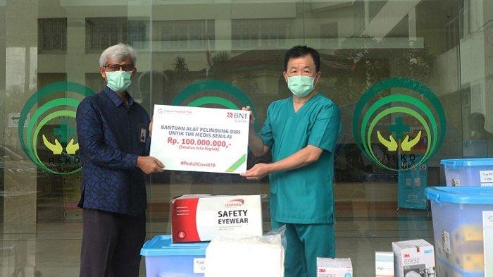Peduli Covid-19, BNI Syariah Salurkan Bantuan Paket APD Senilai Rp 100 Juta untuk RSKD Duren Sawit