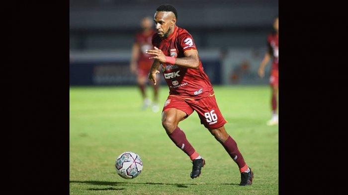 Dimainkan Dari Awal, Boaz Solossa Belum Memperlihatkan Performa Terbaiknya Bersama Borneo FC