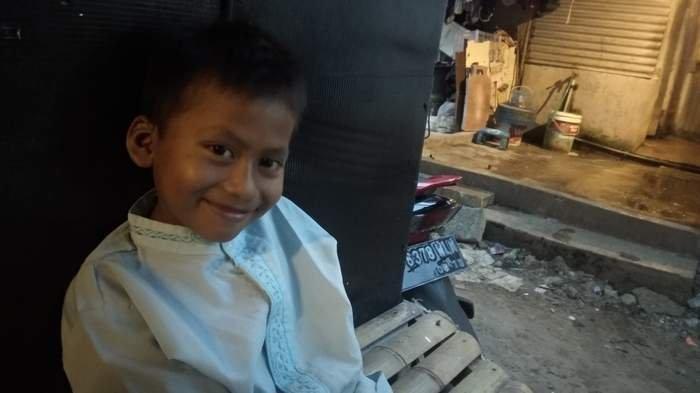 Putra, Bocah Penjual Cilok Yatim Piatu Harap Punya Rumah di Indramayu