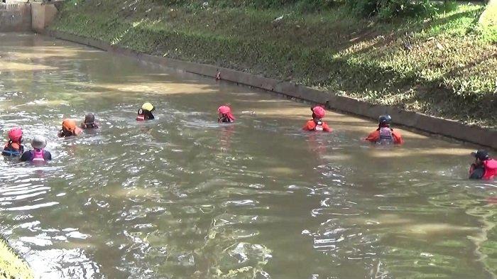 Basarnas Lakukan Pencarian Hari Kedua Bocah Tenggelam di Kali River Park Pondok Aren