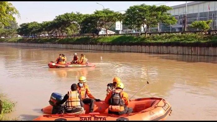Tiga Regu Disebar Cari ABG Tenggelam, Pakai Perahu Karet Susuri Sungai Hingga Terjunkan Tim Penyelam