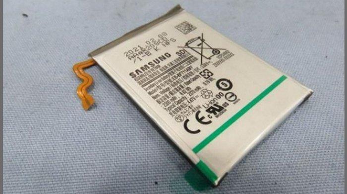 Bocoran baterai Samsung Galaxy Z Flip 2 EB-BF711ABY (2,370 mAh). Selain itu, ada baterai EB-BF712ABY (903mAh) yang ikut memperkuat daya ponsel lipat teranyar ini.