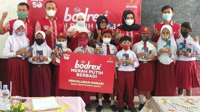 Bodrex memberikan bantuan berupa ratusan paket smartphone dan kuota internet kepada siswa-siswa SD yang tidak memiliki fasilitas belajar online melalui sekolah-sekolah yang tersebar di berbagai kota di Indonesia yakni Jakarta, Bandung, Yogyakarta, Semarang, Surabaya, Makassar, Medan, Palembang, Lampung, dan Samarinda.