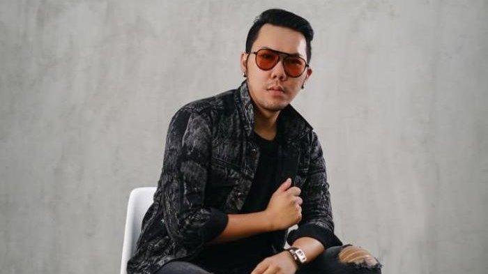 Boni Anggara mengenalkan single perdana berjudul Manusia Terakhir, Jumat (16/7/2021) sore, ditengah pandemi yang belum berakhir di Indonesia.