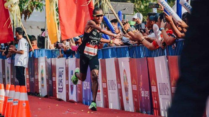 Pelari bisa berinteraksi dengan penonton dan warga sekitar merupakan khas dari Borobudur Marathon
