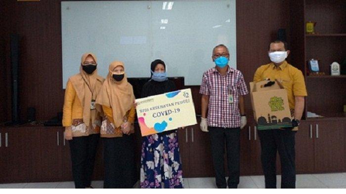 BPJS Kesehatan Cibinong Berikan Bantuan kepada Warga Sekitar yang Terdampak Pandemi Covid-19