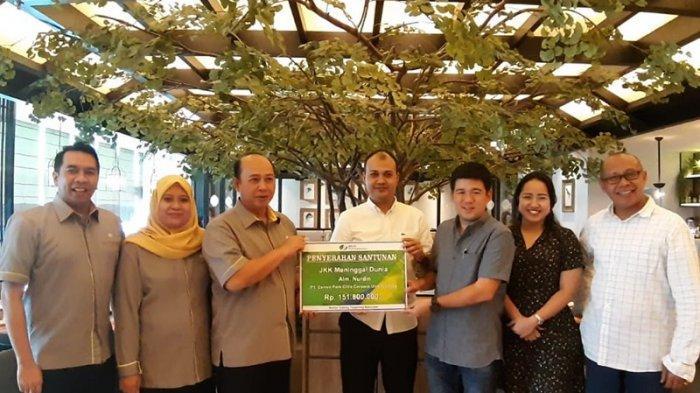 BPJS Ketenagakerjaan Serahkan Santunan Rp 151,8 Juta Kepada Keluarga Almarhum Nurdin