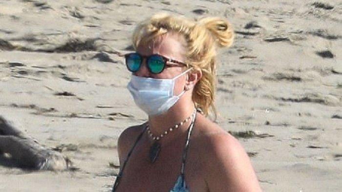Rayakan Kemenangan Kecil Lawan Sang Ayah, Britney Spears Pamer Bikini di Pantai Malibu