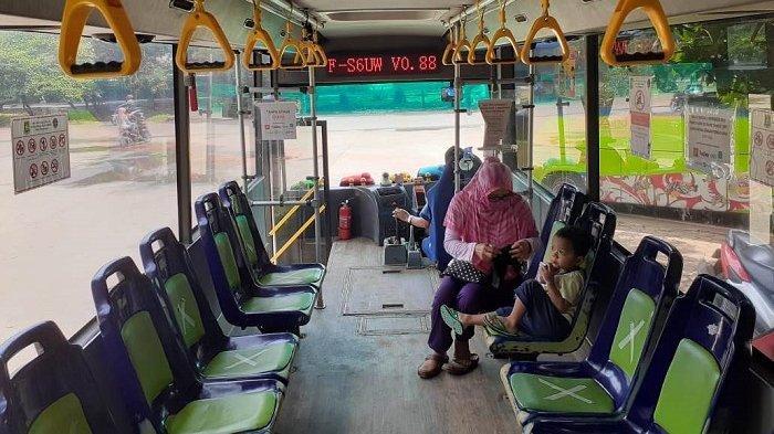CUMA Berdua dengan Anaknya Tumpangi Bus Trans Kota Tangerang, Nengsih Deg-degan