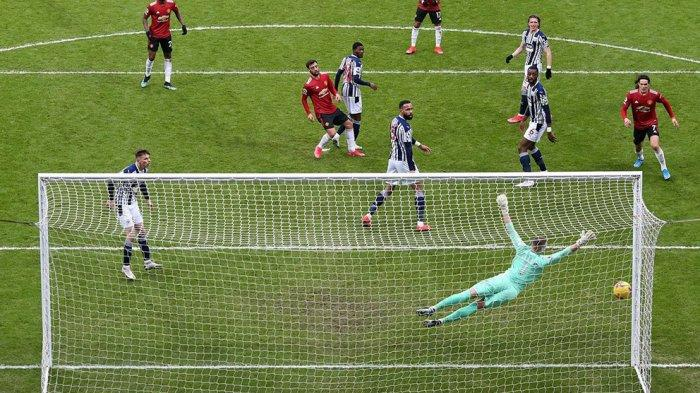 Bruno Fernandes membalas gol ke gawang West Brom yang dikawal Sam Johnstone