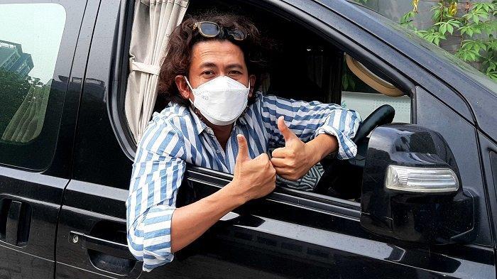 Penyanyi dan musisi Budi Doremi kangen bisa pentas musik di atas panggung karena selama setahun ini sepi job gara-gara pandemi.