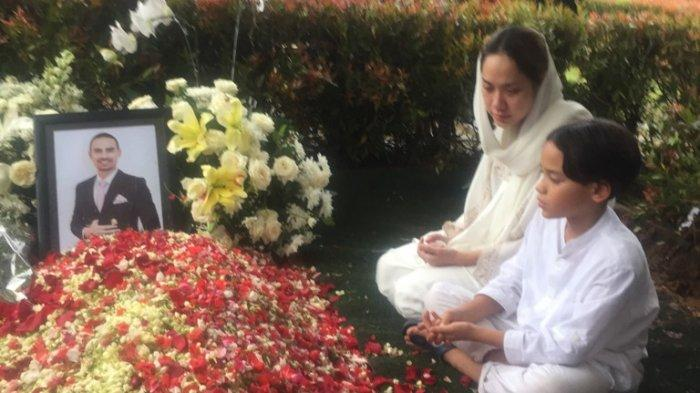 Bunga Citra Lestari Masih Tak Percaya Ashraf Meninggal Dunia, Ini yang Ia Katakan Usai Pemakaman