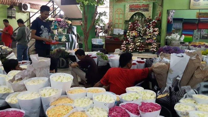 Penjualan Bunga Mawar Jelang Valentine di Rawa Belong Anjlok hingga 60 Persen